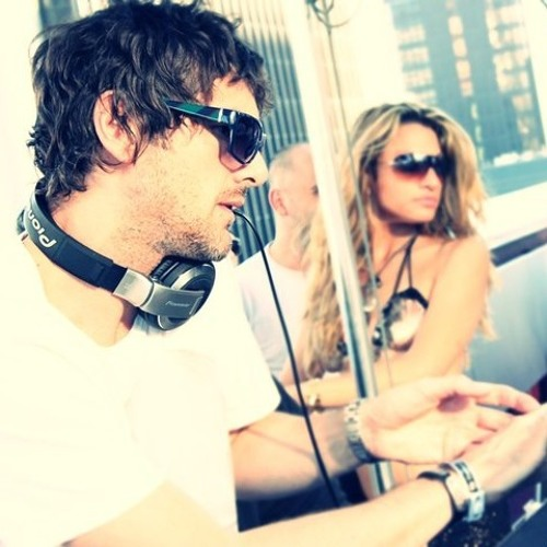 Quivver - DeepSessions Guest Mix @ Frisky Radio (October 2012)