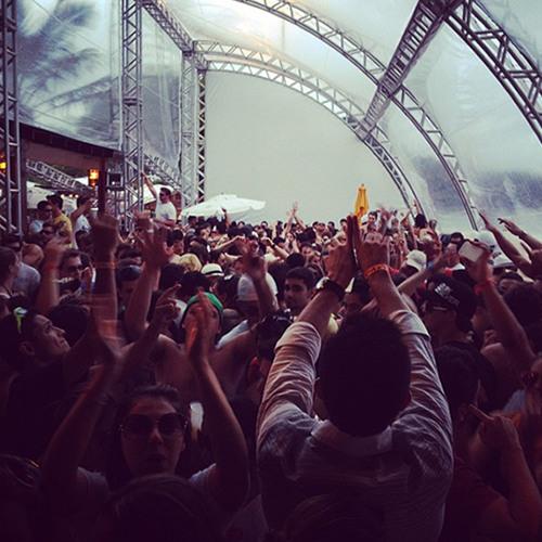 Fabrício Peçanha live at Sky Beach Club SC, 03.11.2012