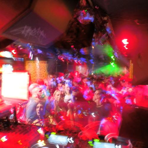 Nic Fabris -- Cierre Post-The Zombie Kids @ Cubic_Club 8/11/2012