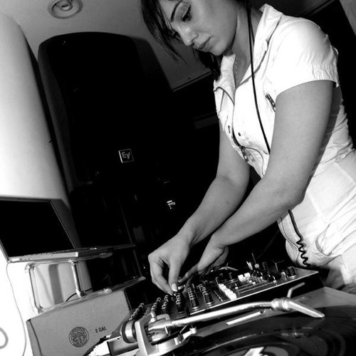 StudioFeed Radio: Sessions: Episode #15 - Simina Grigoriu