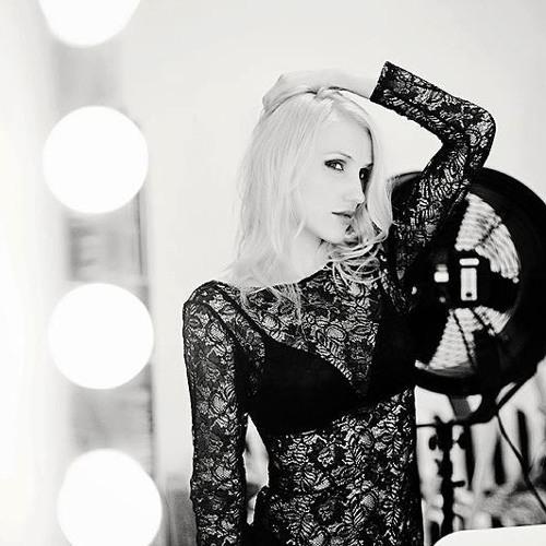 Alisia Vitis Mix August 2012