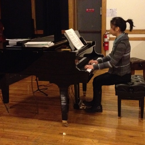 Vivian Chum Interviews Classical Pianist Mabel Kwan