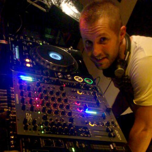 Thomas Brenehmen - Revelution RadioShow 025 Live@ Lounge radio (29.11.2012)