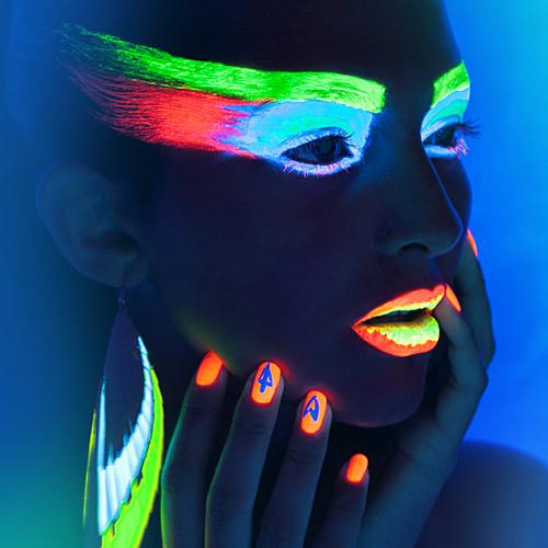 Neon Taylor  -  ...::: S K Y F A L L :::...