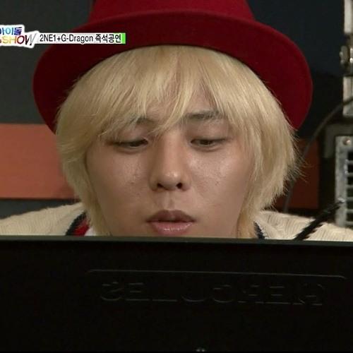 2NE1 ft. G-Dragon - I Don't Care (Unplugged Version)