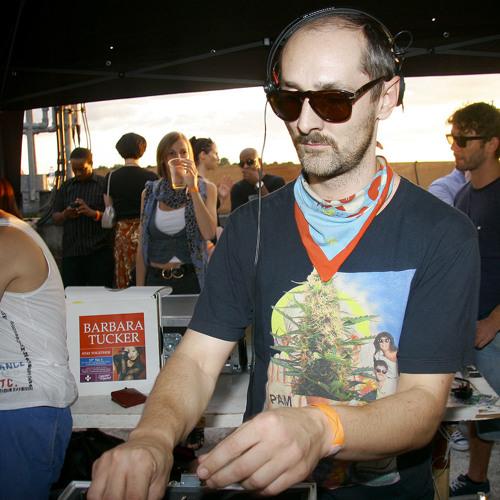 i-DJ: Giles Smith (secretsundaze / Two Armadillos) - Live mix 12.12.12