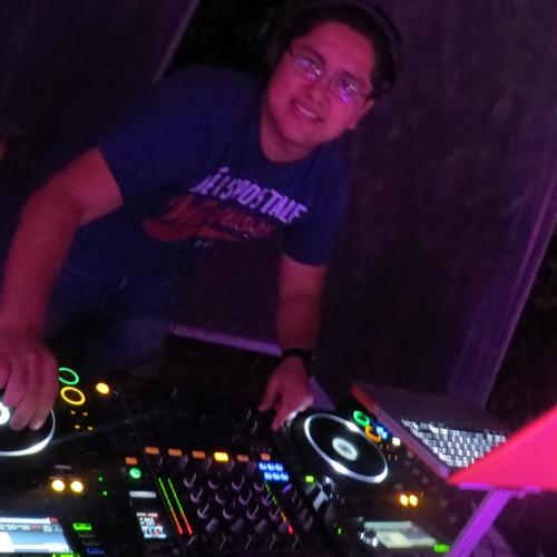 Dj Krlos Berrospi Feat. Dj Bax - Mix Año Nuevo 2013 [www.djkrlos.com]