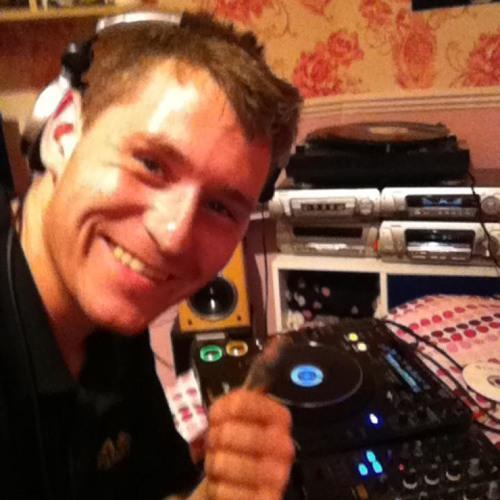 The dj mickey of leeds Show - bassline mix (made with Spreaker)