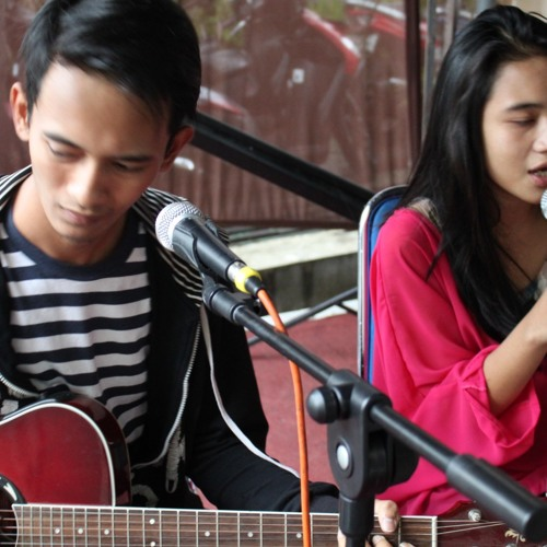 Hanif,Acong & Dina - Love Some More (live accoustic)