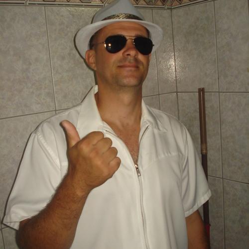 Deus que me livre Alexandre Montija Gomes