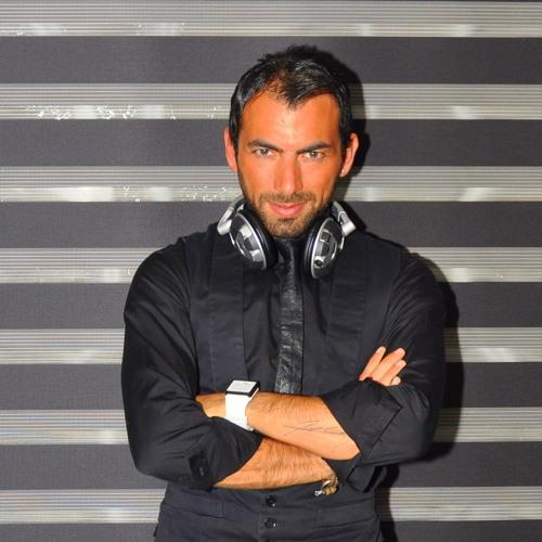 Yusuf Kurt @ Line Music Radio Happy Hour January 2013 (002)