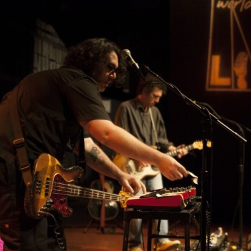 "Yo La Tengo ""I'll Be Around (Spinners Cover)"" live on WXPN"