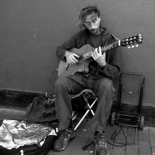 214. (04.01.2013) - Bond Street Guitarist