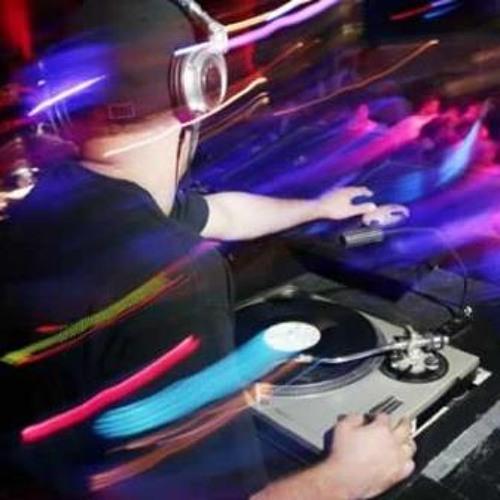 Avicii & Nicky Romero- I Could be the One (wilsonsaverone Remix)