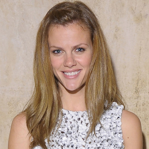 "Direct from Hollywood: Brooklyn Decker Says ""I Didn't Delete"" Manti Te'o Tweet"