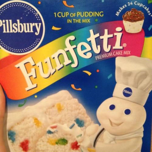 The Ingredients in Pilsbury Funfetti Mix.