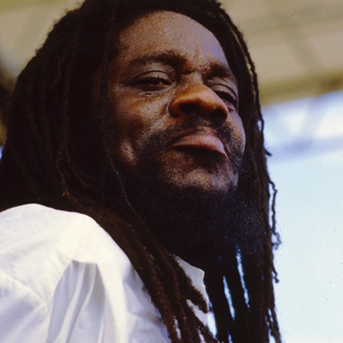 MIXTAPE! LP INTERNATIONAL PRESENTS 100% DENNIS BROWN DUBPLATE MIX 1999 (REMASTERED)