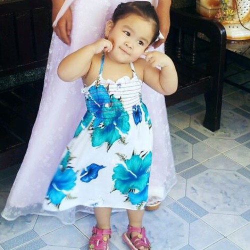 """Jael, my 2 years and 1 month old daughter singing """"Bahay Kubo"""""""