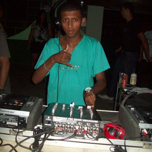 MC RONALDO - UMA DESCIDINHA (DJ GÃO) VS  DJ RAFAEL
