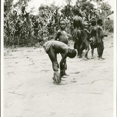 Zande dance song (1928-30) [2012 23 72]