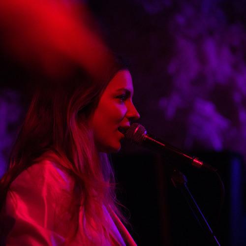 Alexandra Stewart - Graveyard (live at Glasslands)