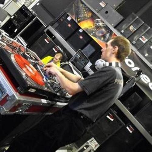Set DJ X-Tydus live at Radiom8.net Canal M1 Show HemRoiDar (2 mars 2013)