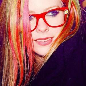 Download lagu Avril Lavigne Japan (6.52 MB) MP3