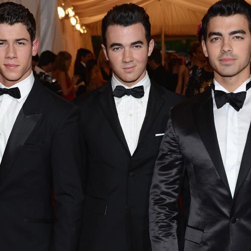 Joe Jonas Reveals the Jonas Brothers' Pre-Show Ritual