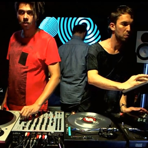 MixmagTV:VISIONQUEST in the lab (Feb 2013)