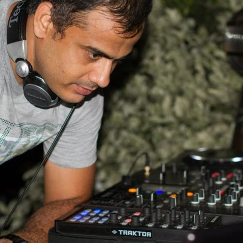 Deep house set, feb 2013 - mixed by dominic rozario