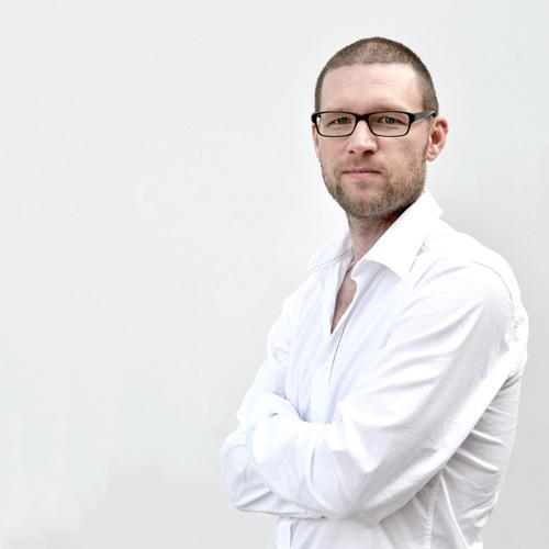 """Jonas Rasmussen läser ur sin bok """"pappa-mamma-barn"""""""