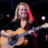 Mary Chapin Carpenter - Hand On My Back