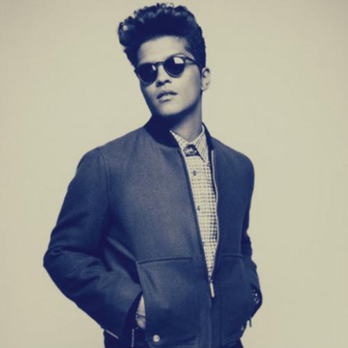 ::: DOWNLOAD ::: Bruno Mars Vs. Sandro Silva - Locked Out Tonight (Enrry Senna Mash! PVT Mix)