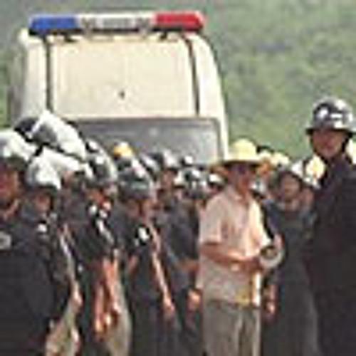 失地农民阻工遭数百防暴警驱逐