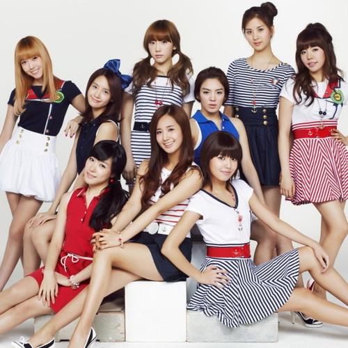 Skyfire ft. Girls Generation + PSY - Paparazzi (Gangnam Style remix)