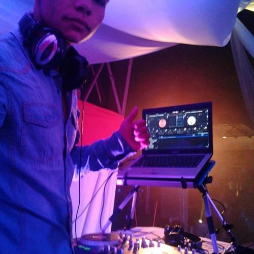 (mezcla en vivo) evolucion perreo mix - DJ jerevery 2013