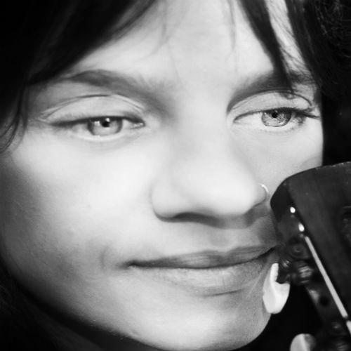 Retrato - Lívia Humaire e Vitrola Sintética