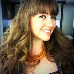 Lydia Peters modelo de tallas grandes, entrevista en la radio