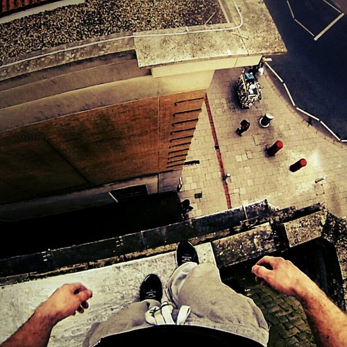 Zeff - Levitate (Parkour Rooftop Climb Soundtrack) + Download