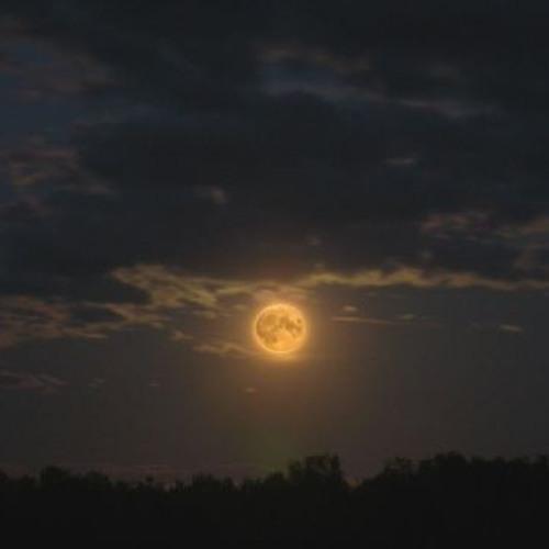 Moon Katika Anga