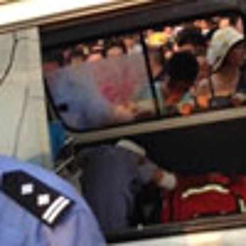 交警滥截车造成死亡 触数千人围堵打砸