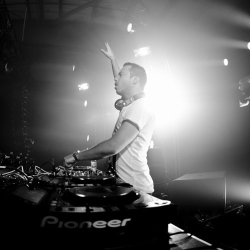 Sander van Doorn Guestmix for Pete Tong's Evolution Radioshow on iHeart Radio 21.06.2013