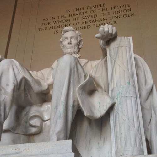 Green Paint Vandalizes the Lincoln Memorial 1