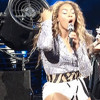 Fan snatches Beyonce's hair weave
