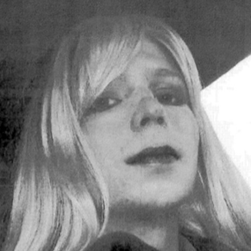 """""""I Am Chelsea Manning. I Am a Female"""": Bradley Manning Announces Gender Transition"""