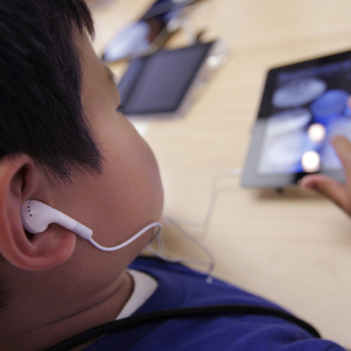 How do parents manage their kids' screen time?