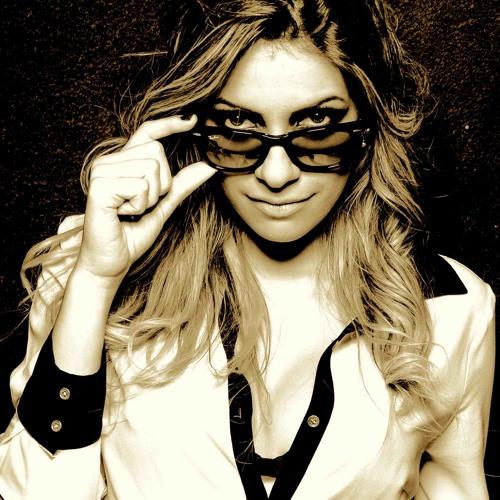 Luiza Bernardi - Knowing (Original Mix)