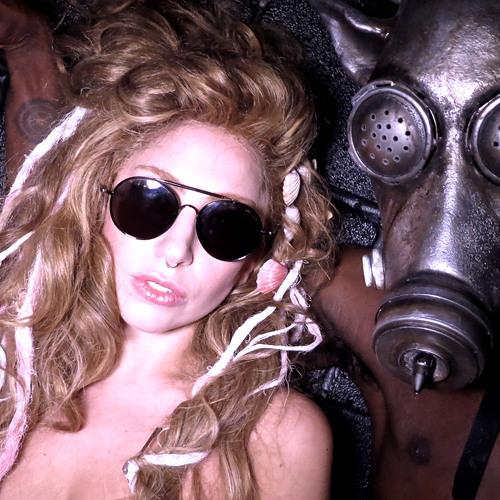 Gaga, AURA live