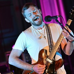 Kings Of Leon Cover Robyn's - Dancing On My Own (Live BBC Radio1)