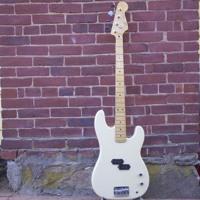 La Bella LB760FL (Flats) P Bass